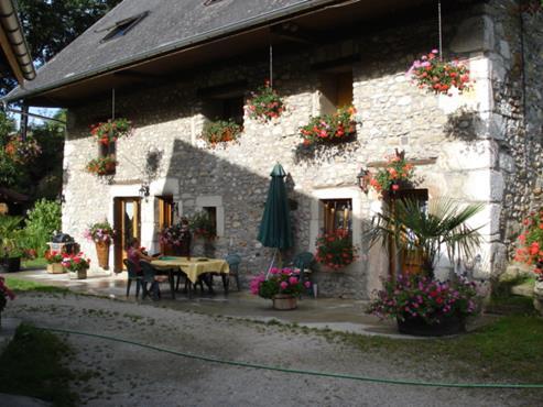 Ancienne ferme rénovée avec dépendance sur 19.000 m² de terrain à MOYE - photo 2