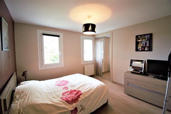 Maison Plain-pied 90 m² SALES - photo 9