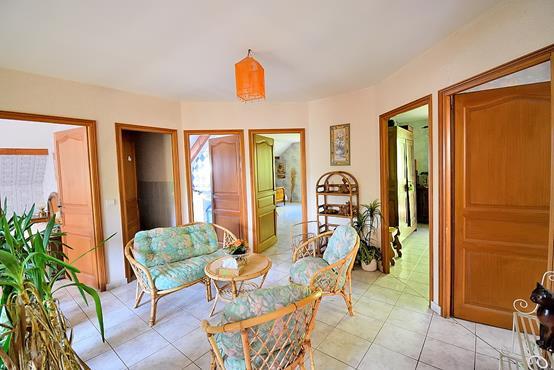 Maison traditionnelle sur sous-sol composée de 6 chambres - photo 9