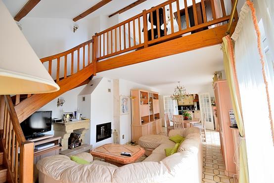 Maison individuelle 145m² sur 1.100m² de terrain constructible avec chambre et SDB en RDC - photo 4