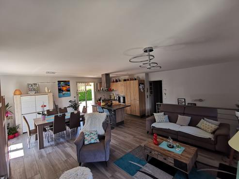 Maison 93 m² sur sous-sol bâtie sur 1350 m² de terrain entièrement rénovée - photo 2